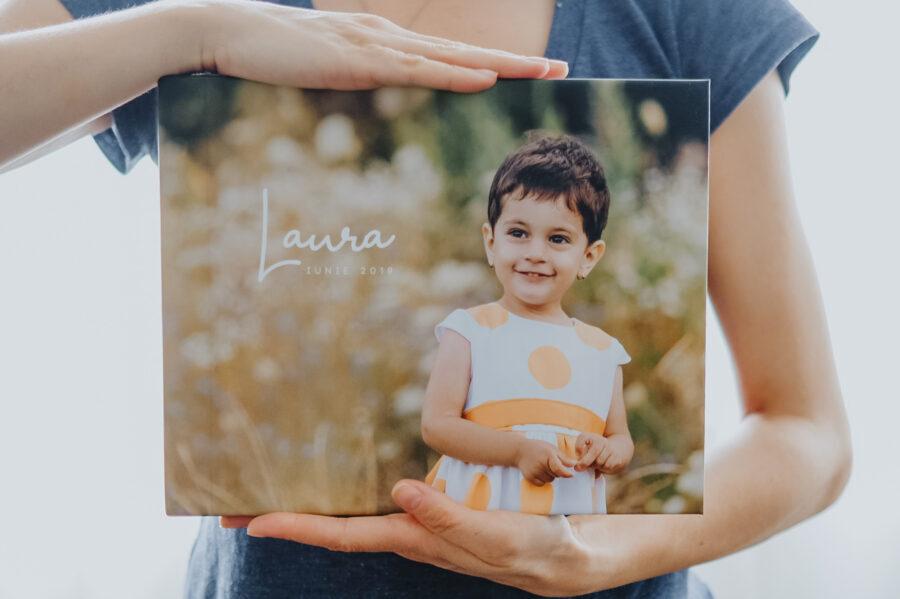 album cu coperta foto cu o fetita