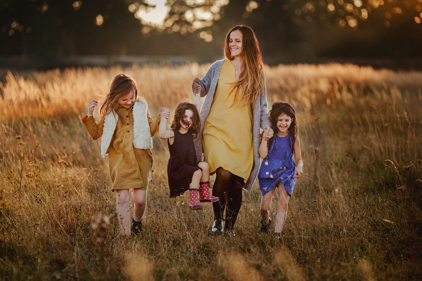 ședință foto de familie cu mămica si cele trei fetițe