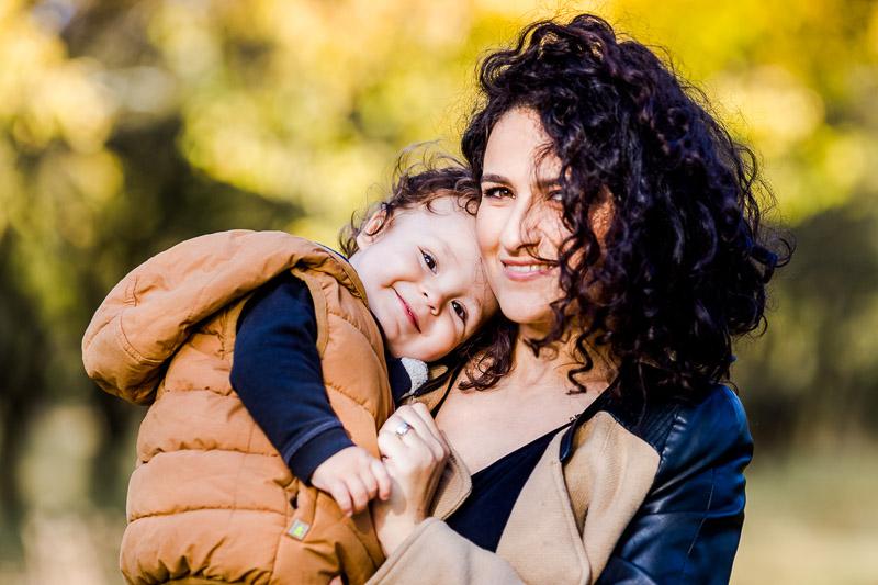 fotografii de familie mama si baietelul